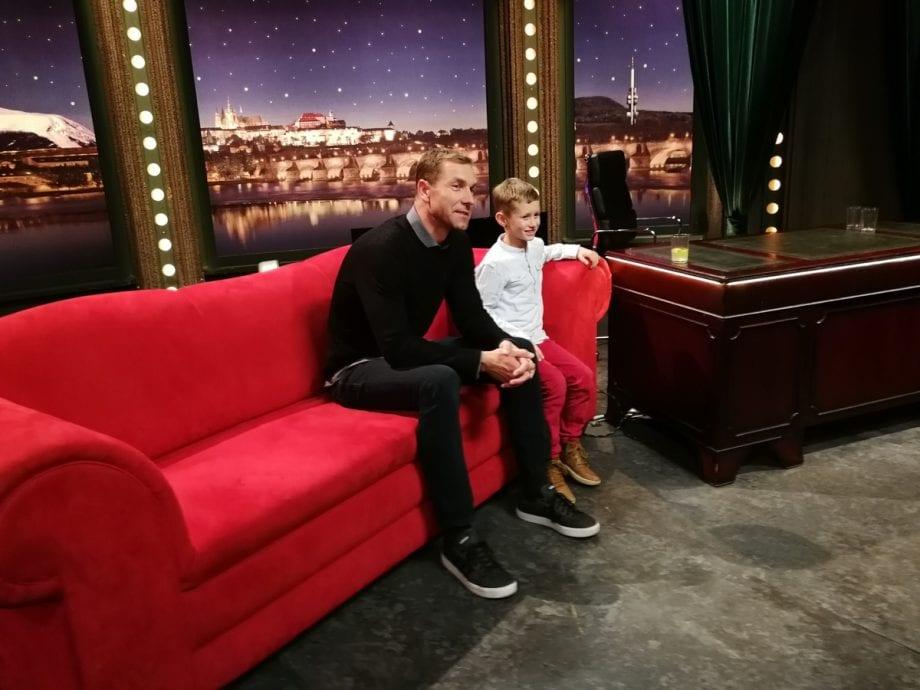 Náš třetí host, pilot Martin Šonka se po natáčení fotí se svým malým obdivovatelem Mikolášem — SJK 28. 11. 2018