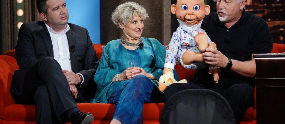 Ministr vnitra Jan Hamáček, psycholožka Jitka Vodňanská a břichomluvec Zdeněk Polach s Matýskem SJK 17. 6. 2020