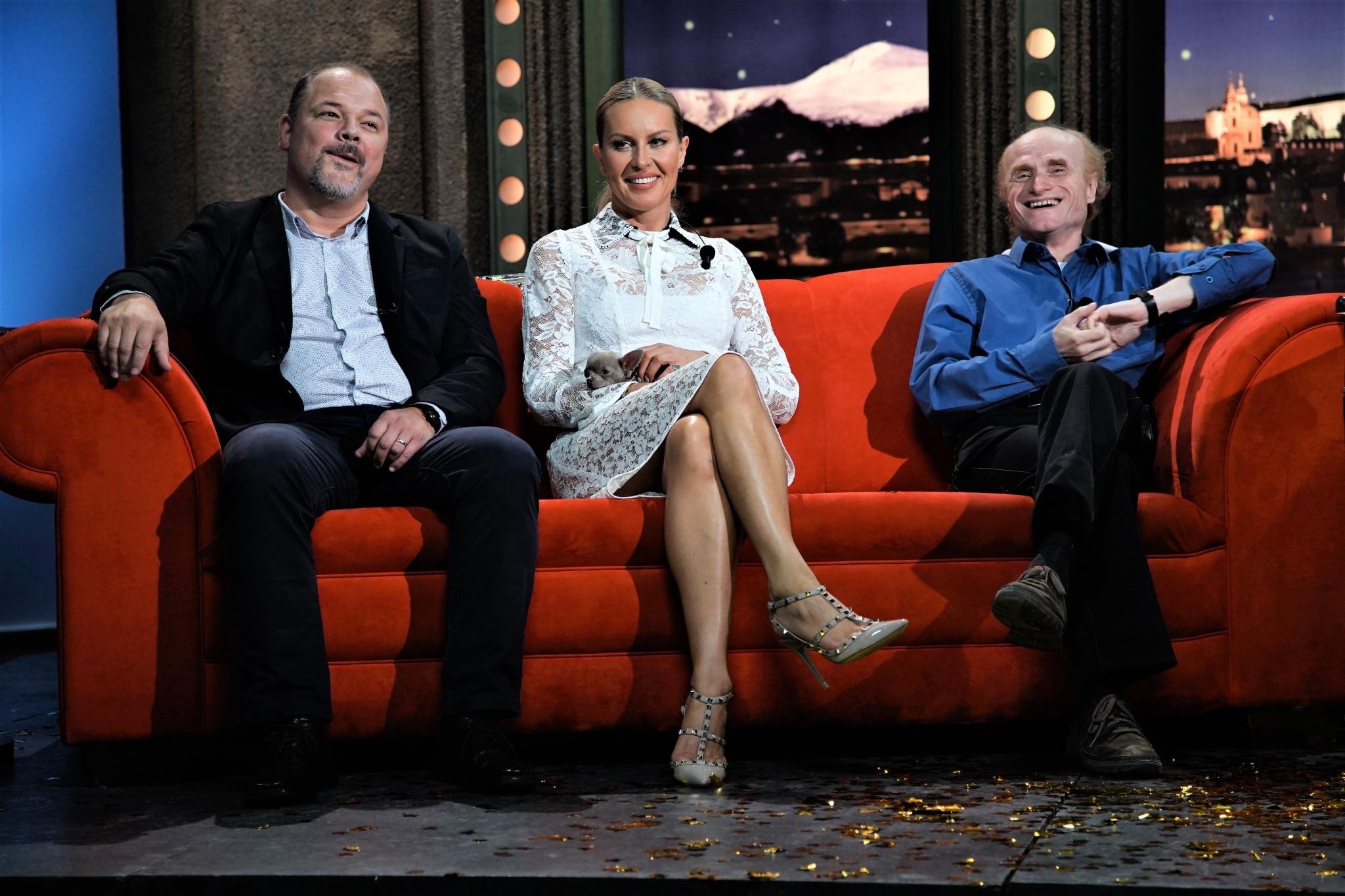 """Herec Martin Preiss, AngelA — čivava Simony Krainové, a Jaroslav Flegr, vědec, evoluční biolog, """"věštec koronaviru"""" v SJK 2. 9. 2020"""
