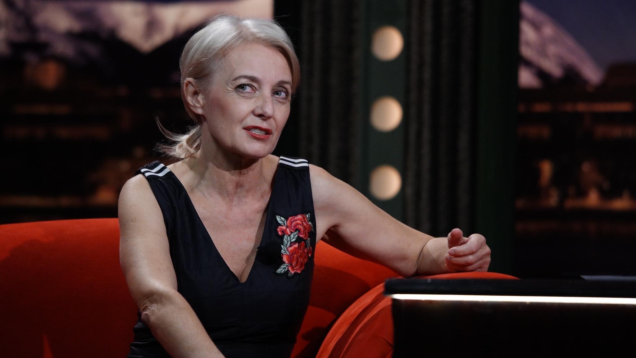 Herečka Veronika Žilková, svého času rodinný příslušník doprovázející státního úředníka dlouhodobě vyslaného do zahraničí, v SJK 14. 10. 2020