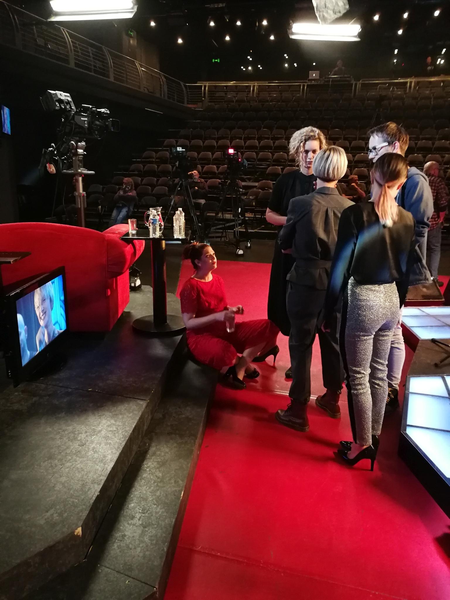 Barbora Poláková se svými vokalistkami Martou Kloučkovou, Kateřinou Bohatovou a Kateřinou Sedlákovou při zvukové zkoušce — SJK 3. 10. 2018