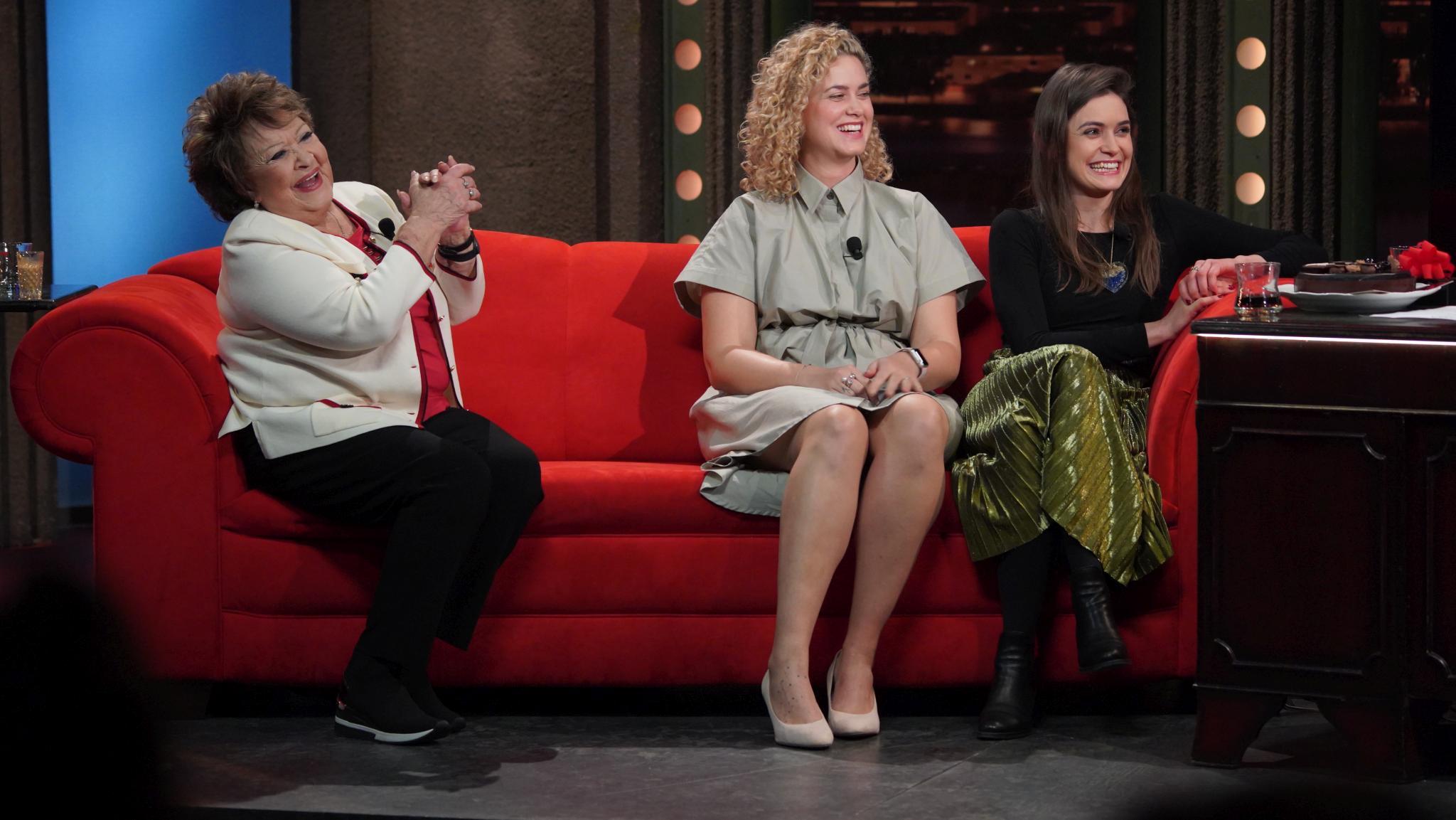 Zleva: Jiřina Bohdalová, Kateřina Pechová a Sarah Haváčová