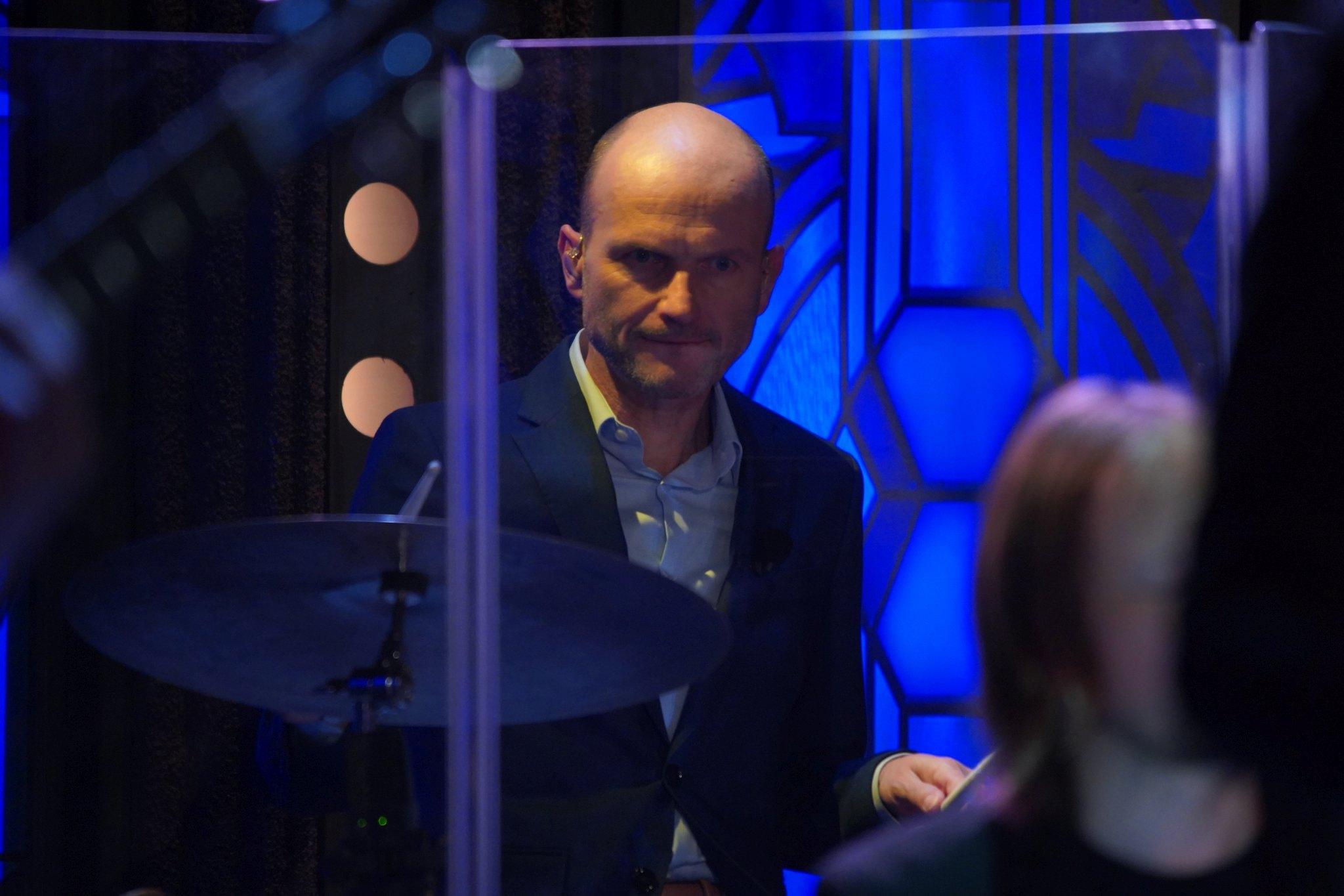 Dalibor Gondík usedl při závěrečné písni za bicí — SJK 13. 1. 2021