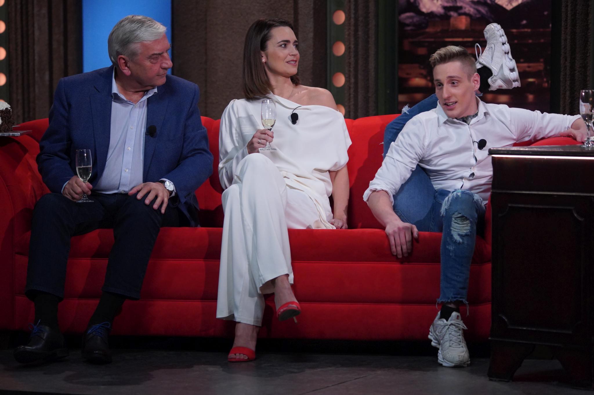 Herec Miroslav Donutil, moderátorka Daniela Písařovicová a hadí muž Ludvík Janíček Berousek v SJK 3. 2. 2021