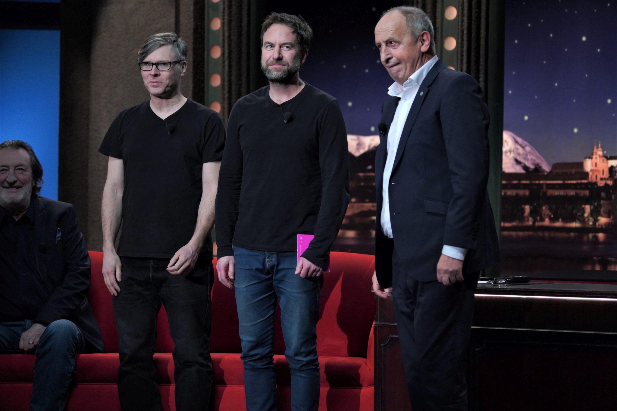 Mardoša a Milan Cais z hudební skupiny Tata Bojs v SJK 10. 2. 2021; v pozadí herec Bolek Polívka.