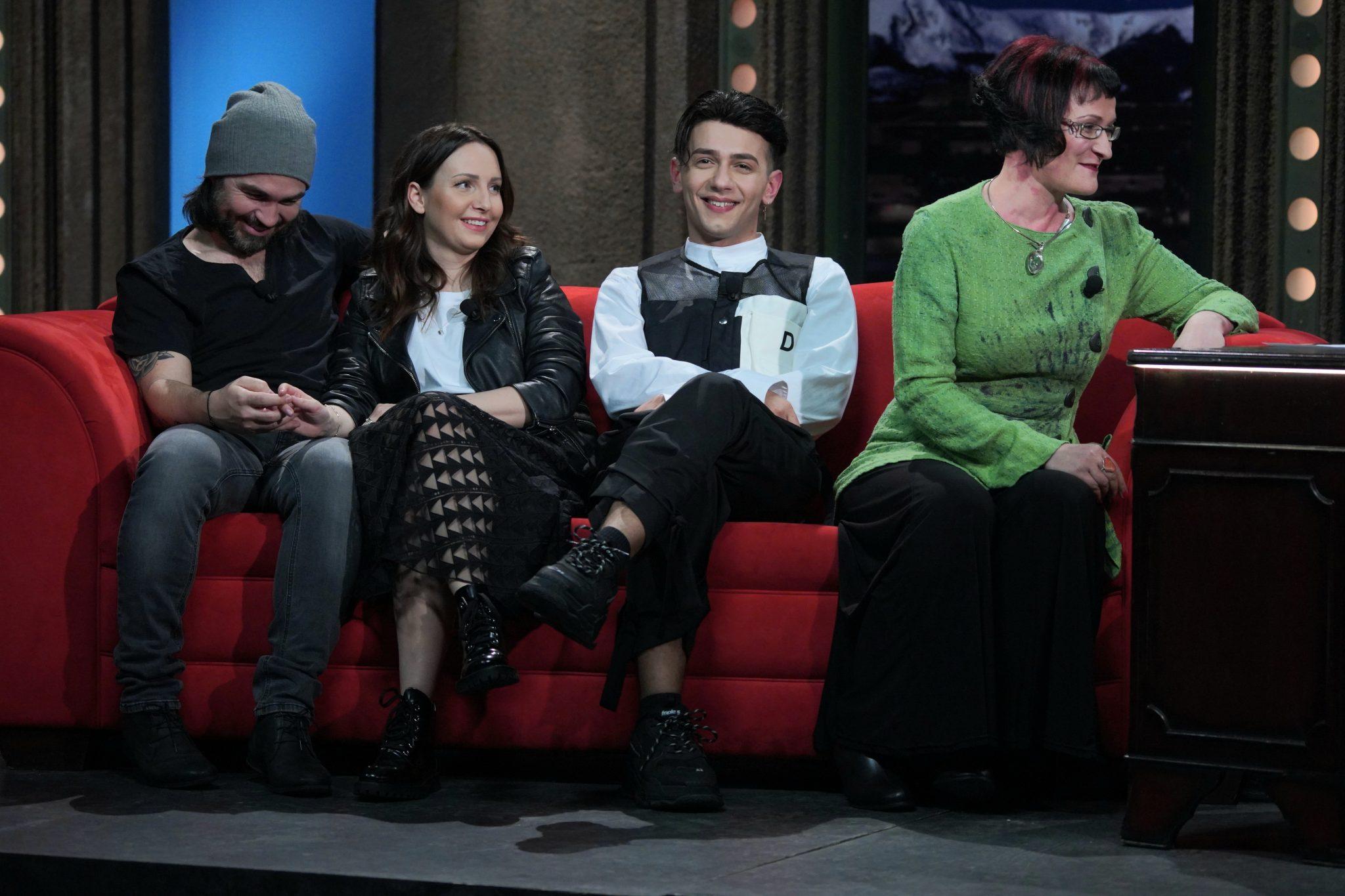 Zleva: Manželé režisér Biser Arichtev a herečka Veronika Arichteva, zpěvák Jan Bendig a sexuoložka Petra Sejbalová v SJK 3. 3. 2021