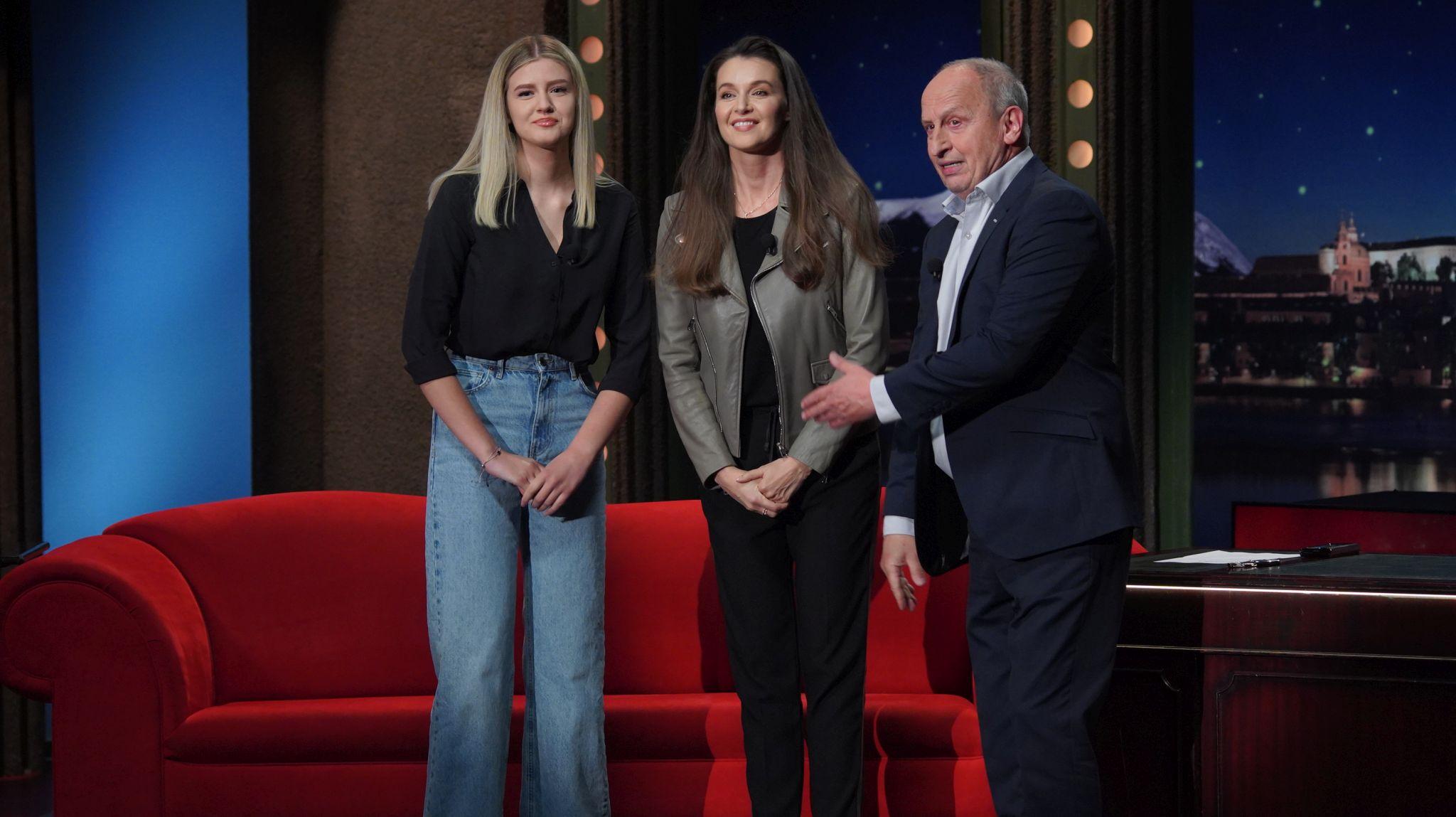 Iva Kubelková a Natálie Jirásková, moderátorka, zpěvačka a modelka s dcerou, v SJK 12. 5. 2021