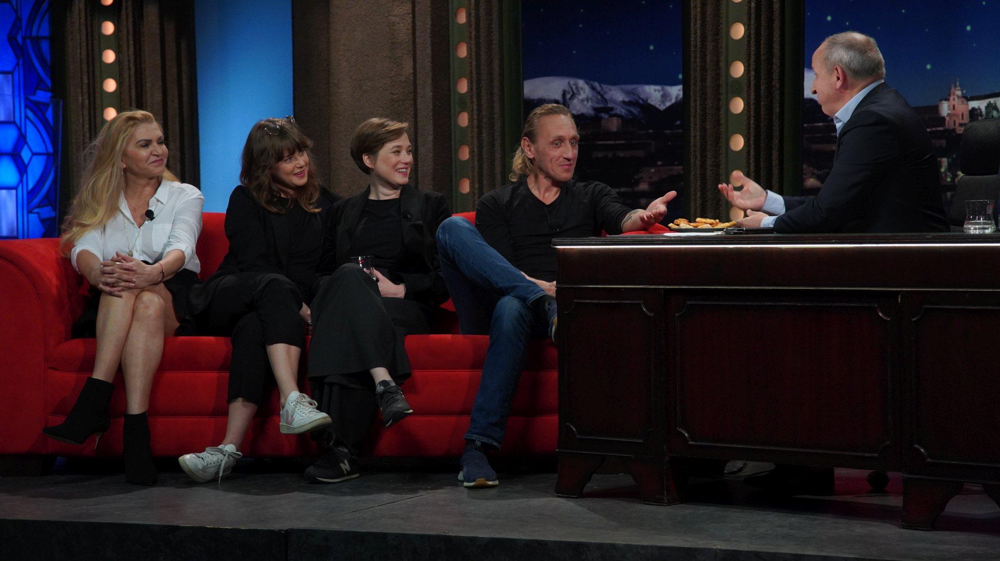 Zleva: Spisovatelka Martina Formanová, herečky sestry Jenovéfa a Kristýna Bokovy a kaskadér a herec Vladimír Furdík v SJK 26. 5. 2021