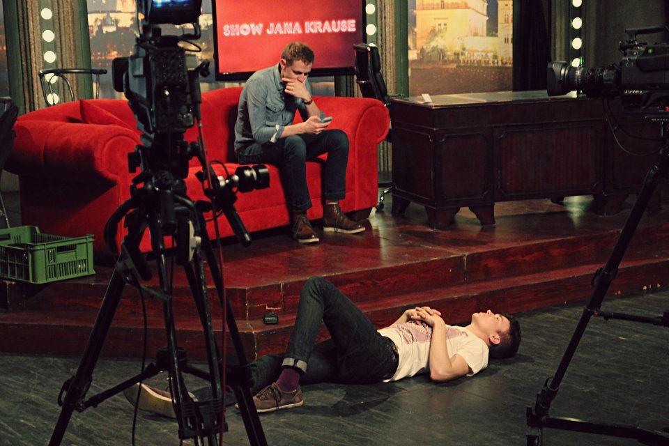 Hudební kapela Charlie Straight při zvukové zkoušce, v popředí zpěvák Albert Černý — SJK 6. 4. 2012