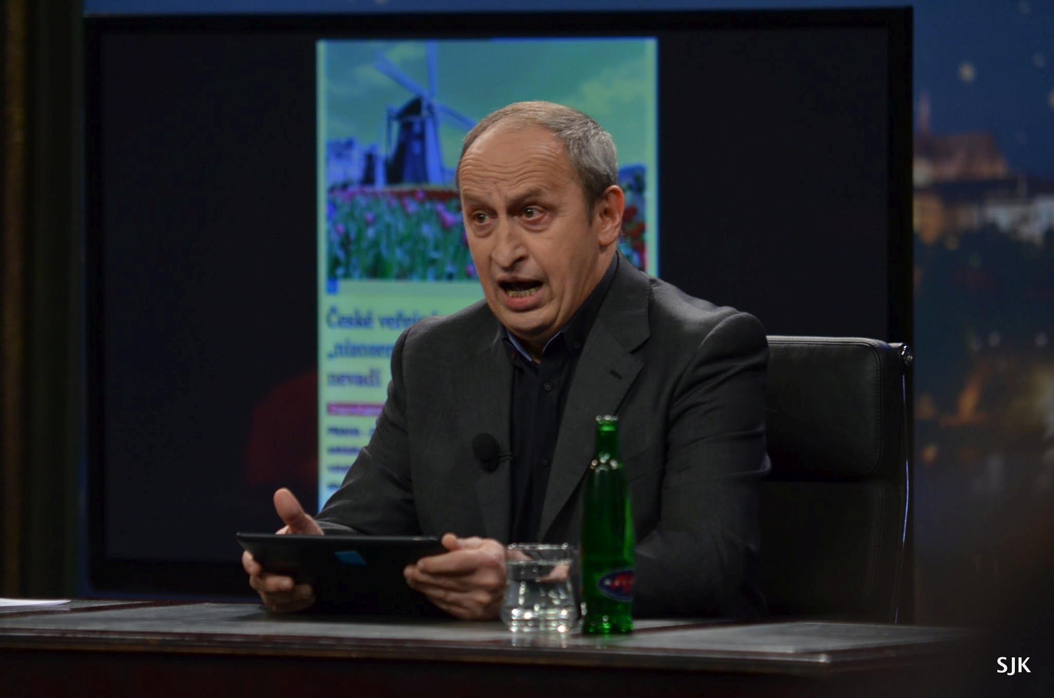 Moderátor Jan Kraus uvádí zprávy — SJK 15. 3. 2013