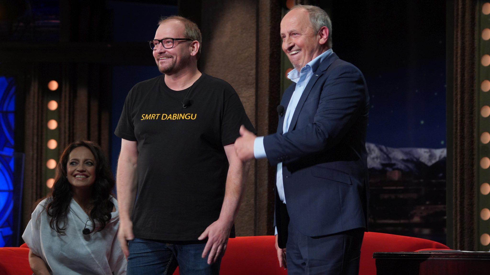 Herec Marek Taclík v SJK 9. 6. 2021, v pozadí zpěvačka Lucie Bílá