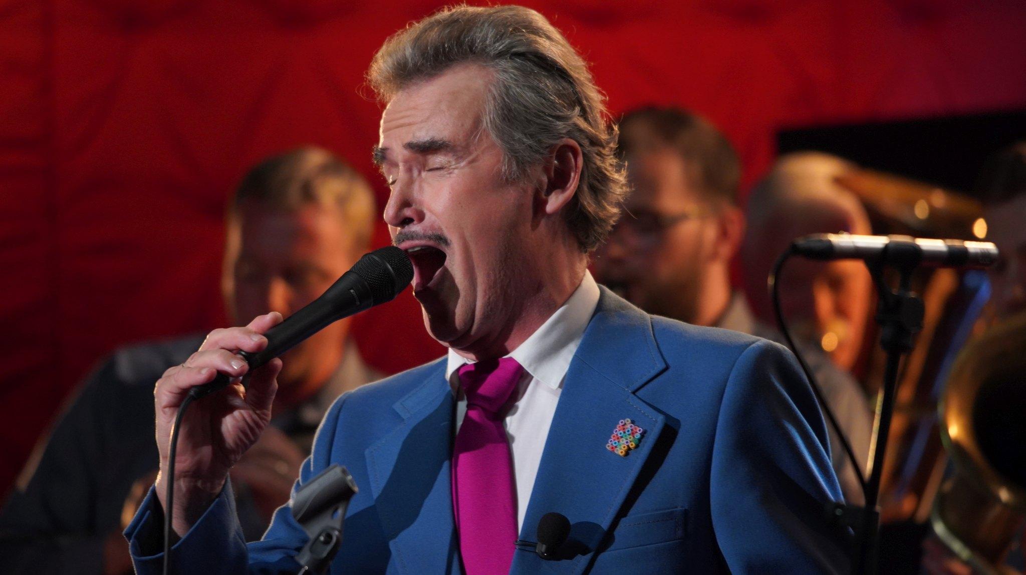 Všestranný umělec František Skála zazpíval s dechovkou Provodovjané v SJK 23. 6. 2021