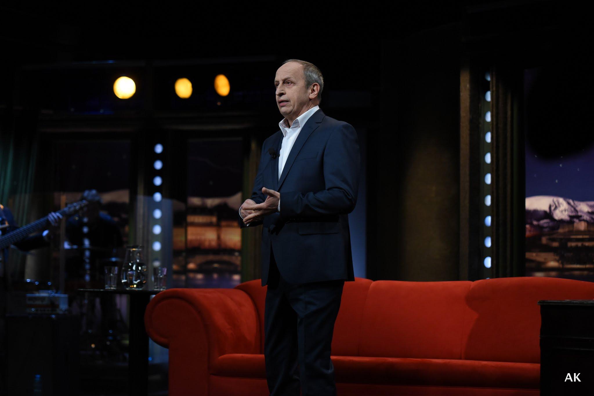 Hostitel Jan Kraus v úvodu SJK 20. 4. 2016 – Snímek z veřejného natáčení pořadu Show Jana Krause v Praze.