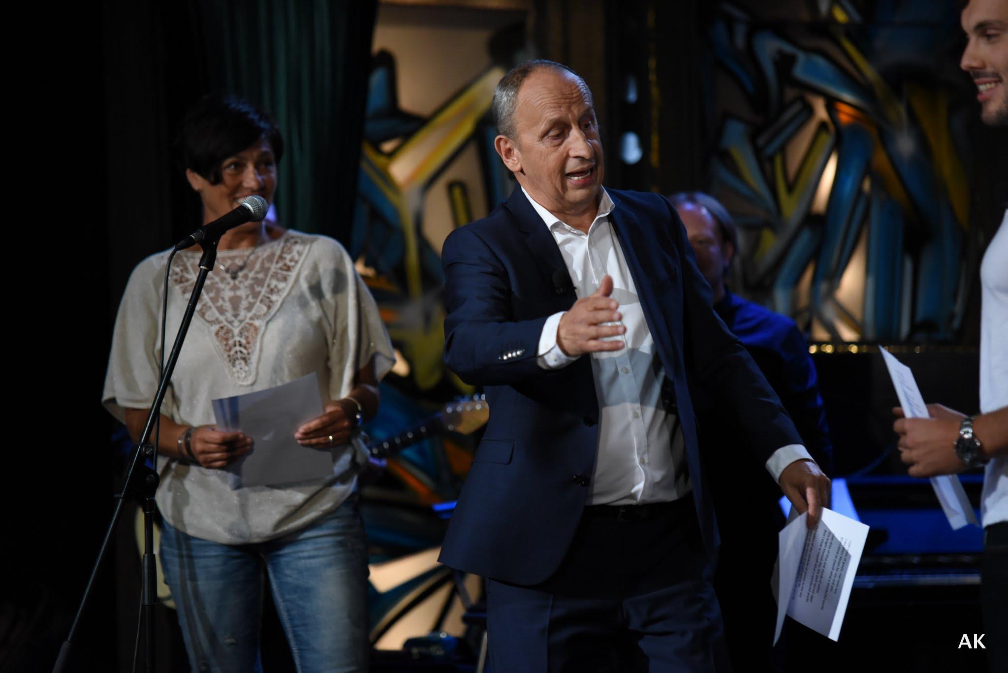 Jan Kraus organizuje dění na pódu: Josef Dostál a Eva Emingerová se chystají ke zpěvu – SJK 31. 8. 2016